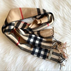 Burberry Cashmere The Classic Check Scarf